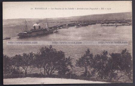 Marseille : bateau rentrant au Port